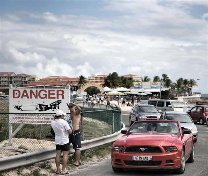 Busy atmosphere at Maho Beach