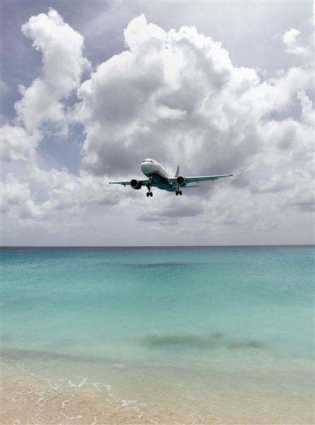 Jet approaching