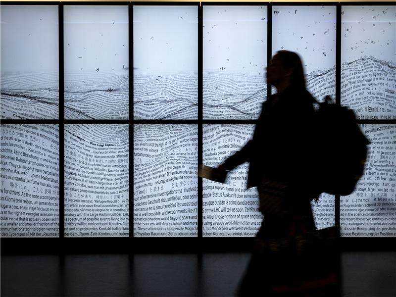 On the Way back: Illuminated Posting at Zurich Airport